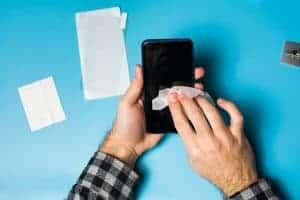 Bagaimana untuk bersihkan telefon bimbit dengan betul menurut pakar kuman?