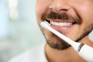 Berus gigi elektrik - Adakah ia lebih baik daripada berus gigi manual?